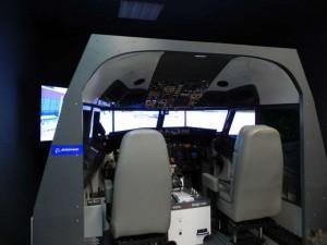 Vista externa del simulador del Boeing 737NG